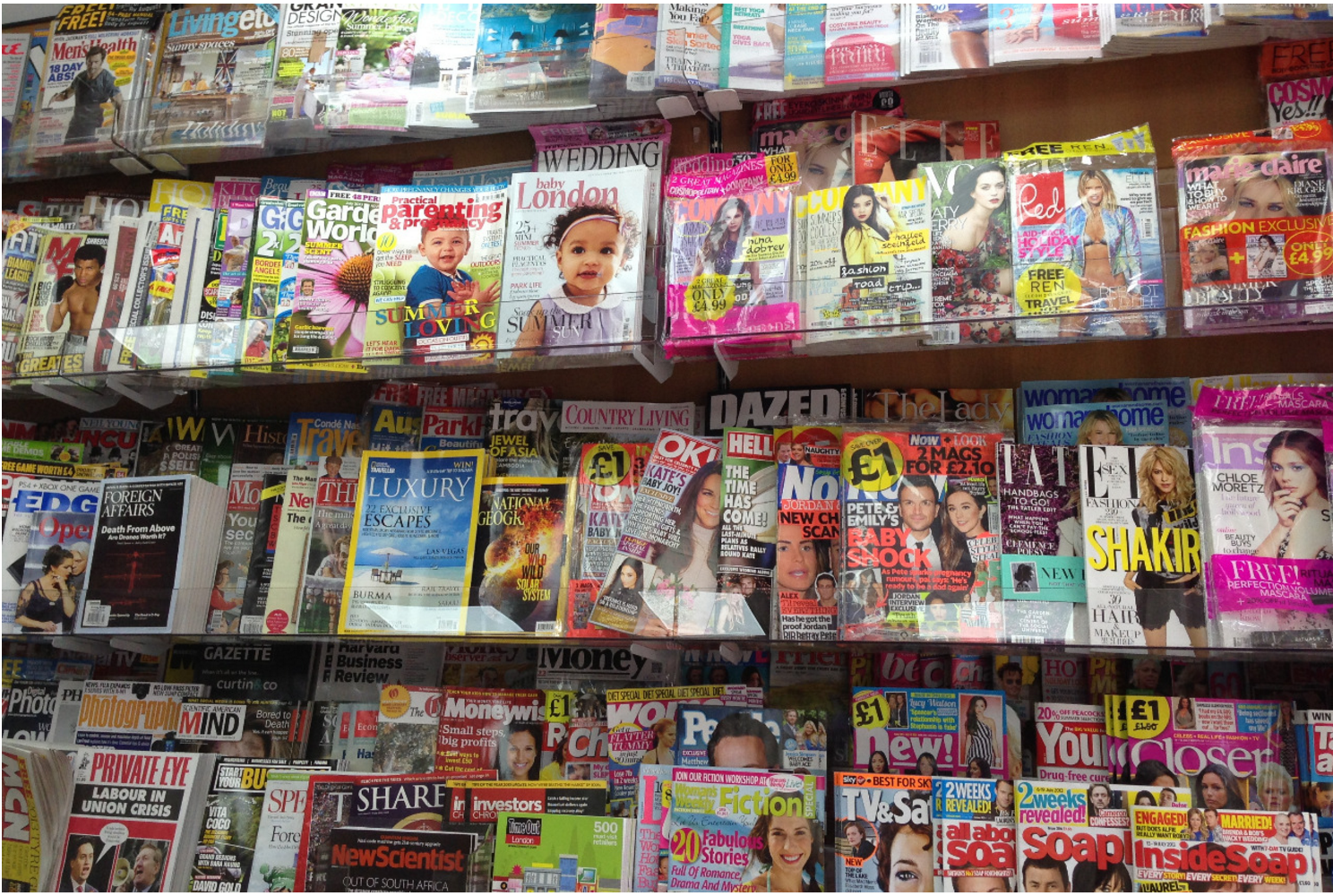 Image of magazines on the shelves at a supermarket